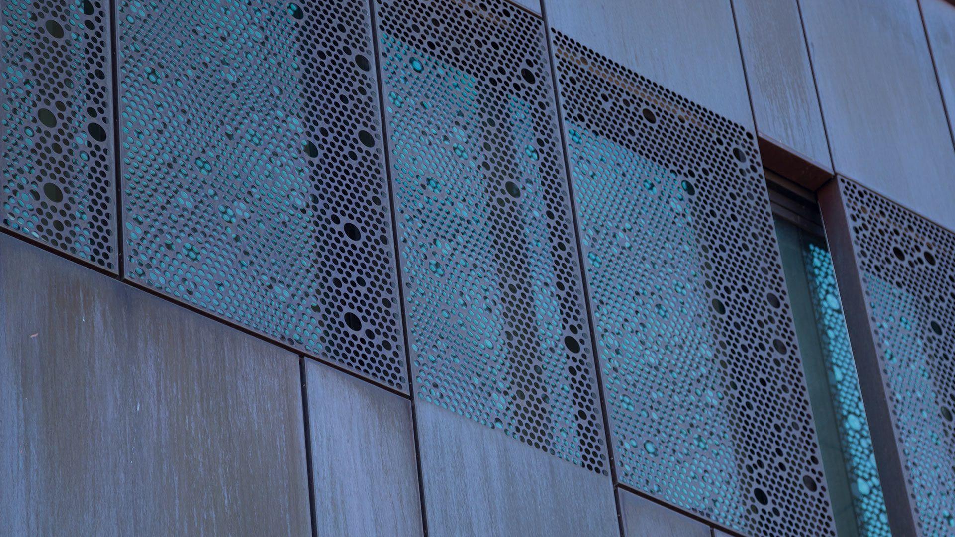 Алюминиевый лист в декорировании фасада дома